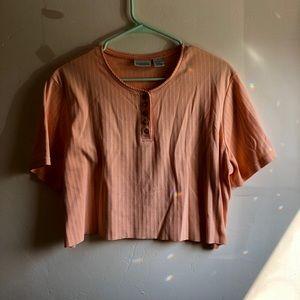 Cropped Peach shirt